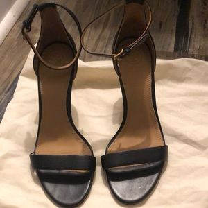 Tory Burch Shoes - Like new Tory Burch heel